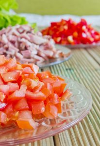 sliced tomatoes and ham